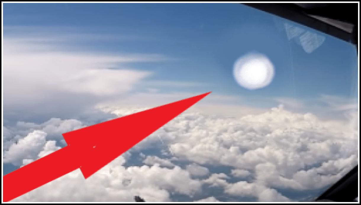 НЛО заснято из кабины авиалайнера