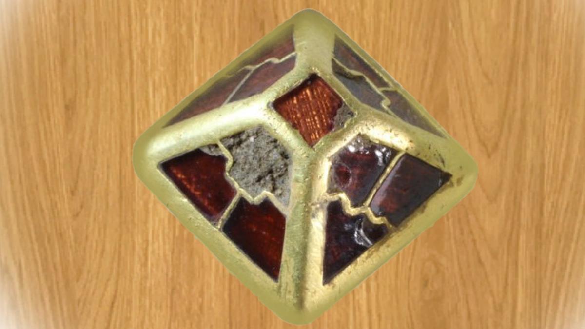 Кладоискатель нашёл золотой артефакт возрастом 1400 лет