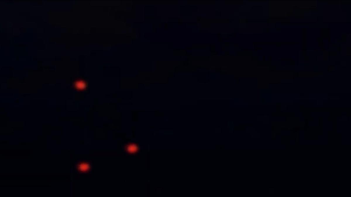3 оранжевых, светящихся шара НЛО