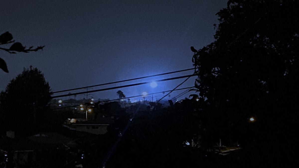 Голубой светящийся НЛО